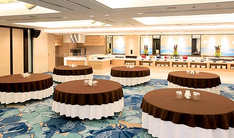 Banquet hall 「Famille」 became bright and open design imagined Okinawa's nature